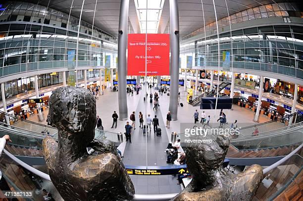 interno dell'aeroporto di copenaghen - copenhagen foto e immagini stock