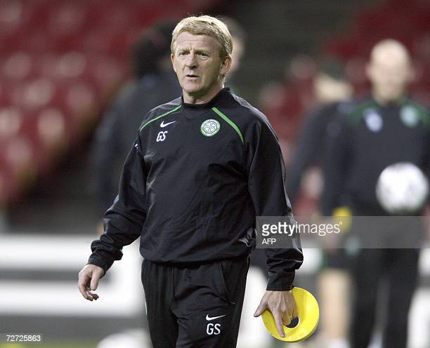 Celtic manager Gordon Strachan watches his players train at Copenhagen's Parken Stadium 05 December 2006 on the eve of the UEFA Champions League...