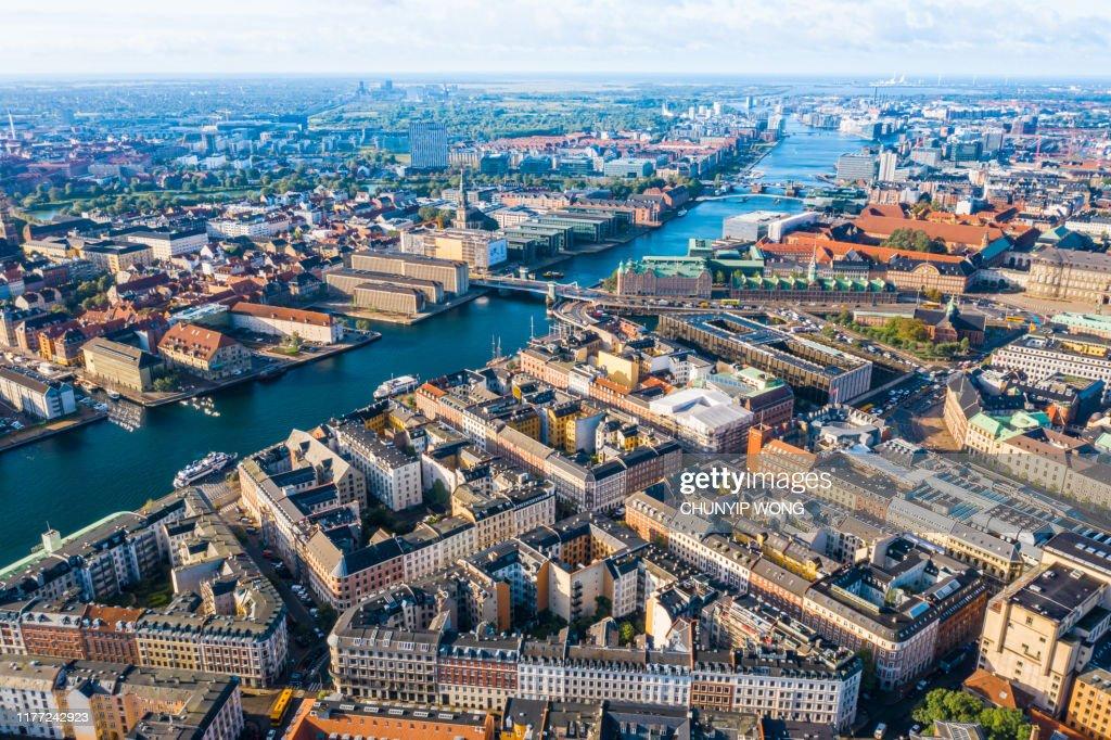 Kopenhagen, Denemarken. Nieuw haven kanaal en entertainment beroemde straat. Bovenaanzicht van de luchtfoto vanaf de top : Stockfoto