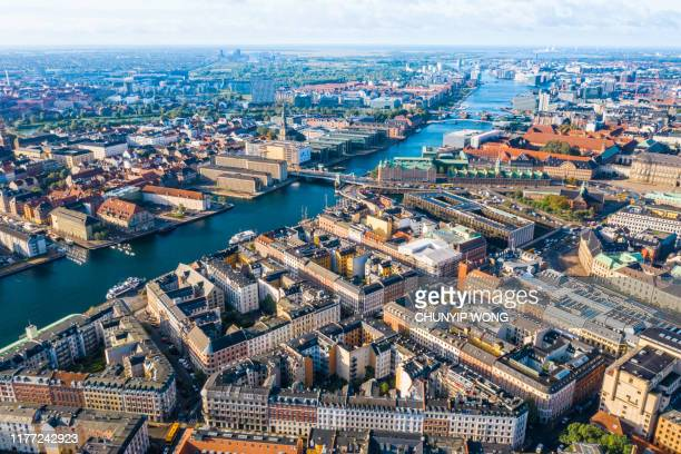 copenhagen, denmark. new harbour canal and entertainment famous street. aerial shoot view from the top - regione dell'oresund foto e immagini stock
