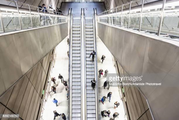 copenhagen metro (subway), amagerbro underground station, elevators - image stockfoto's en -beelden