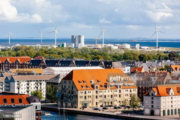 copenhagen skyline with wind turbines in the background, denmark - new zealand imagens e fotografias de stock