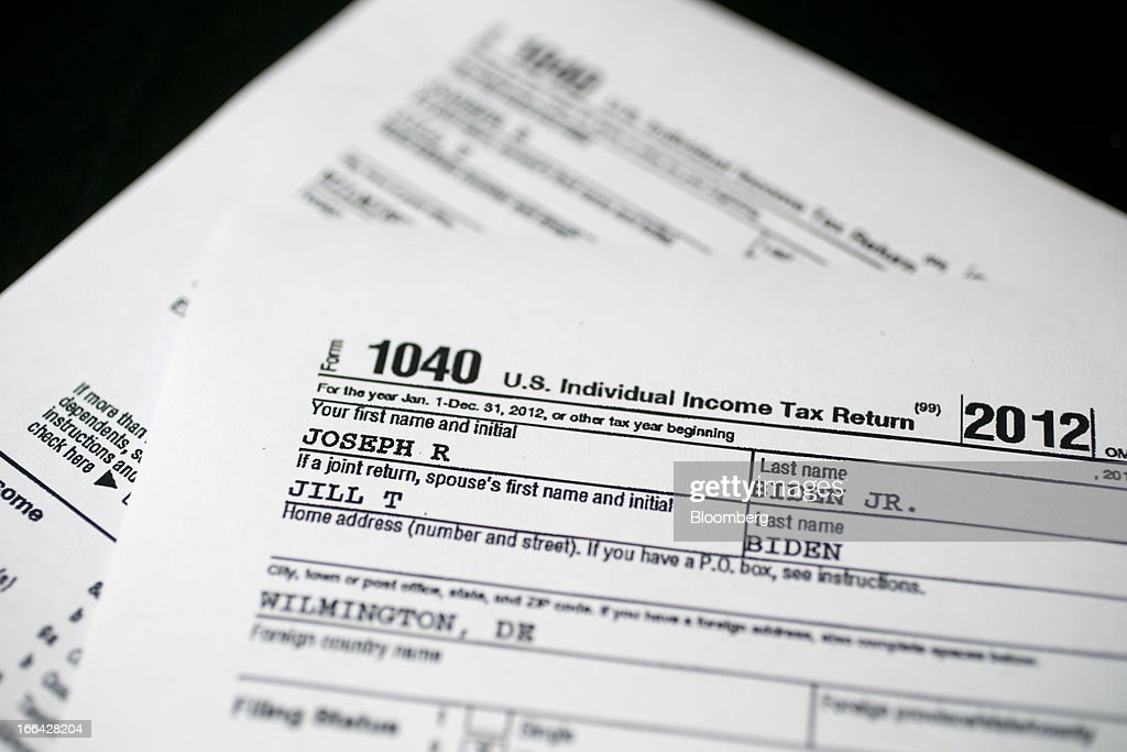 Obamas Paid 184 In Taxes On 608611 Of Income In 2012 Tax