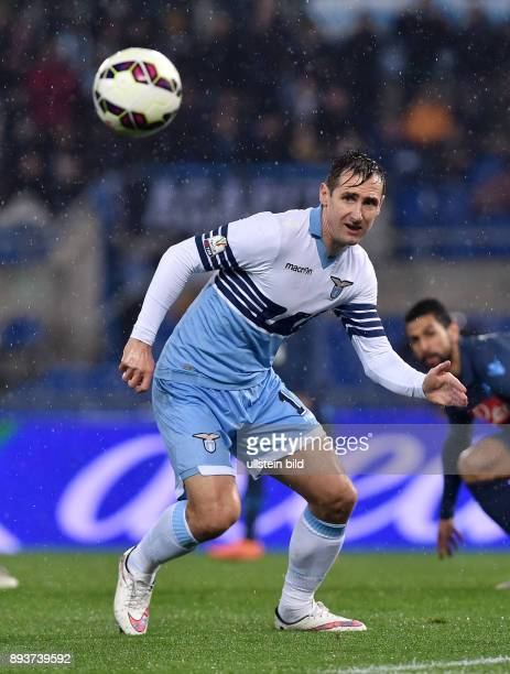 FUSSBALL INTERNATIONAL Coppa Italia Viertelinale 2014/2015 Lazio Rom SSC Neapel Miroslav Klose am Ball