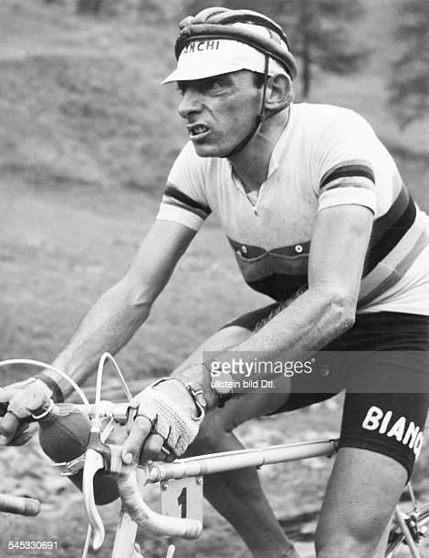 Coppi Fausto *Radrennfahrer Italien'Il Campionissimo' in einem Rennen 1954