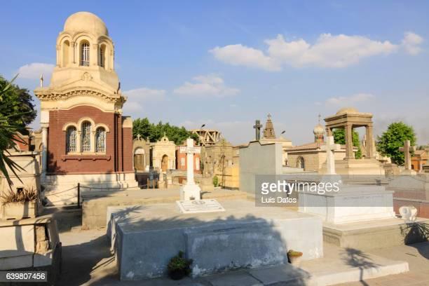 coptic cairo, christian cemetery - copto foto e immagini stock