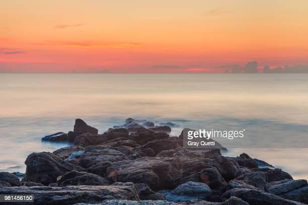 coquina rocks at st. augustine - st augustine lighthouse fotografías e imágenes de stock