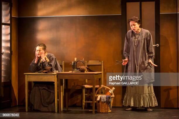 Coraly Zahonero et Rebecca Marder de la ComédieFrançaise interprètent au 'Théâtre du VieuxColombier' la pièce 'Les Rustres' de Carlo Goldini le 20...