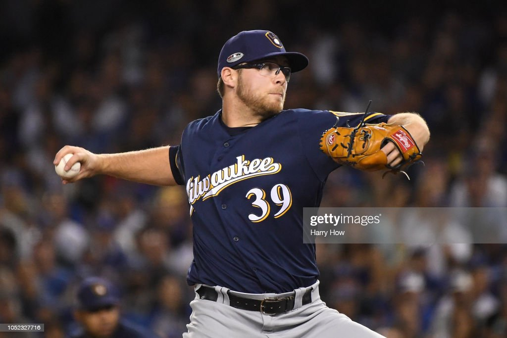 League Championship Series - Milwaukee Brewers v Los Angeles Dodgers - Game Four : ニュース写真
