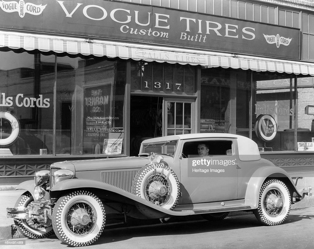 Cord L29 parked outside a showroom, USA, c1929-c1930. Pictures ...