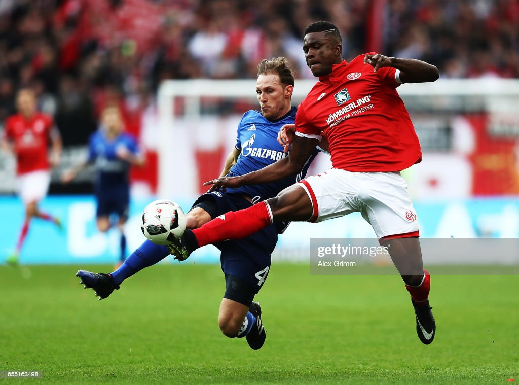 J. Cordoba Copete of FSV Mainz 05 is challenged by Benedikt Hoewedes of Schalke 04 during the Bundesliga match between 1. FSV Mainz 05 and FC Schalke 04 at Opel Arena on March 19, 2017 in Mainz, Germany.