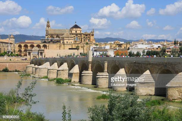 Cordoba Cordoba Province Andalusia southern Spain Roman bridge and the mosque La Mezquita The historic center of Cordoba is a UNESCO World Heritage...