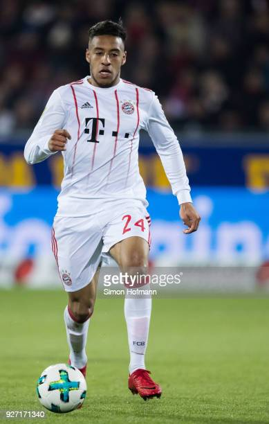 Corentin Tolisso of Muenchen controls the ball during the Bundesliga match between SportClub Freiburg and FC Bayern Muenchen at SchwarzwaldStadion on...