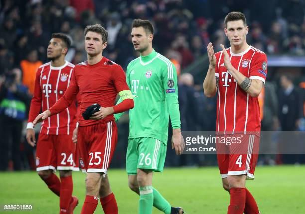 Corentin Tolisso Thomas Muller goalkeeper of Bayern Munich Sven Ulreich Niklas Sule salute the fans following the UEFA Champions League group B match...