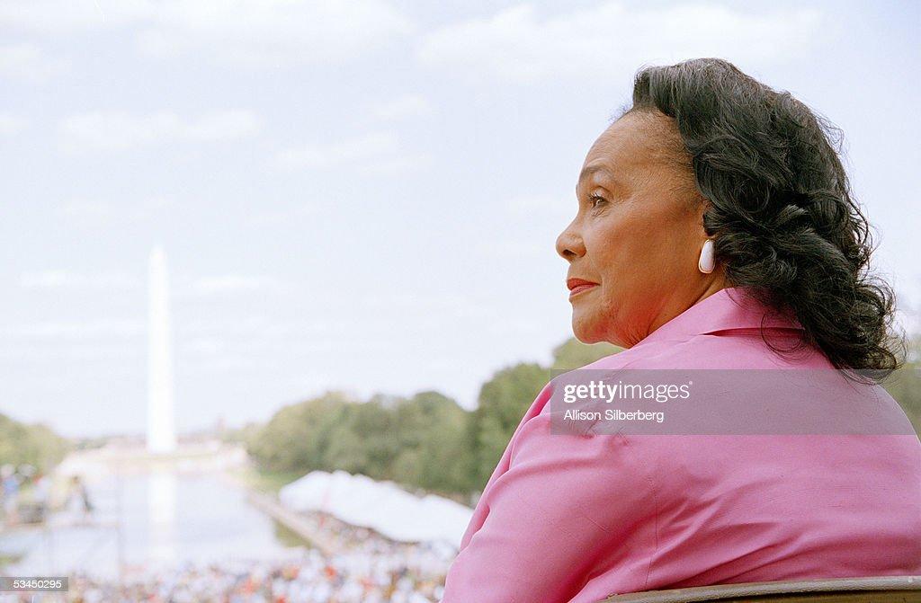 Coretta Scott King Attends Dedication Ceremony : Nachrichtenfoto