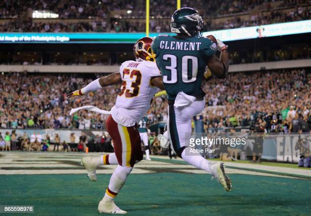 Corey Clement of the Philadelphia Eagles makes a catch to go 9yards and score a touchdown against Zach Brown of the Washington Redskins during the...
