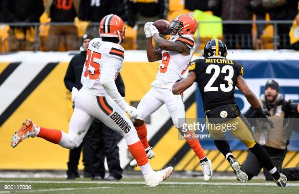 Corey Coleman of the Cleveland Browns cannot come up with a catch while being defended by Mike Mitchell of the Pittsburgh Steelers in the fourth...