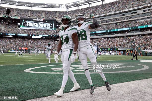 Corey Davis of the New York Jets celebrates after a touchdown catch during the fourth quarter against the Tennessee Titans at MetLife Stadium on...
