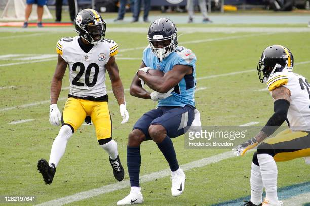 Corey Davis of the Tennessee Titans makes a touchdown reception past Cameron Sutton of the Pittsburgh Steelers during the first half at Nissan...