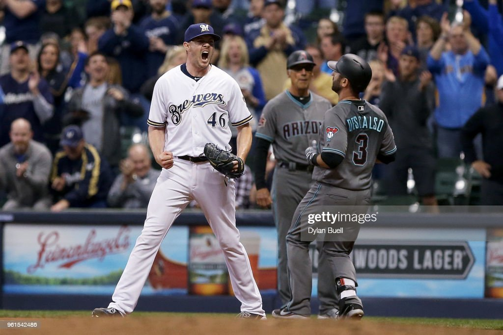 Corey Knebel #46 of the Milwaukee Brewers celebrates after Daniel Descalso #3 of the Arizona Diamondbacks grounded out to end the game to give the Milwaukee Brewers a 1-0 win against the Arizona Diamondbacks at Miller Park on May 22, 2018 in Milwaukee, Wisconsin.