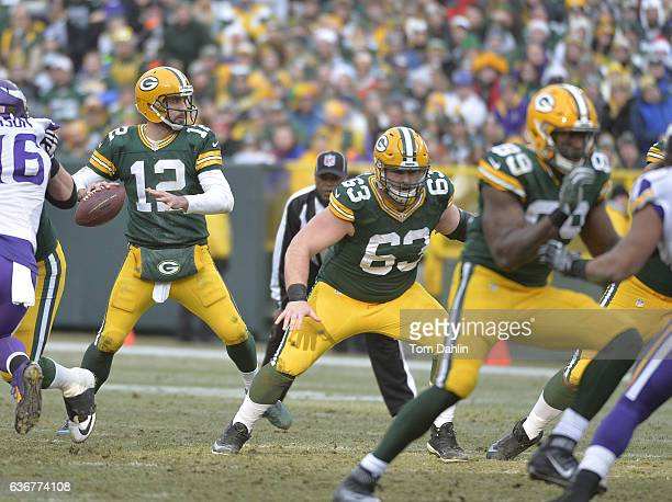 Corey Linsley of the Green Bay Packers blocks during a game against the Minnesota Vikings at Lambeau Field on December 24, 2016 in Green Bay,...