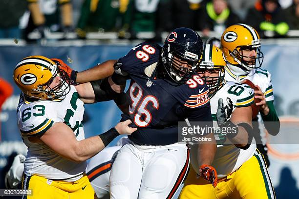 Corey Linsley of the Green Bay Packers holds back Akiem Hicks of the Chicago Bears in the first quarter at Soldier Field on December 18, 2016 in...