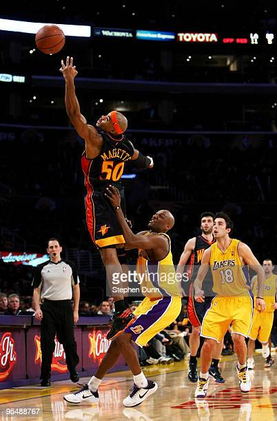 Corey Maggette of the Golden State Warriors reaches unsuccesfully for a high pass over Lamar Odom of the Los Angeles Lakers on December 29 2009 at...