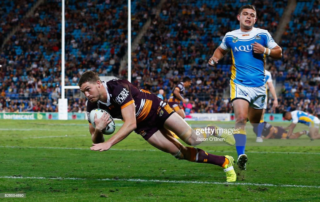 Corey Oates of the broncos scores a try during the round 22 NRL match between the Gold Coast Titans and the Brisbane Broncos at Cbus Super Stadium on August 5, 2017 in Gold Coast, Australia.