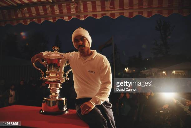 Corey Pavin of the United States celebrates winning the Toyota World Match Play Championship on 21st October 1993 at the Wentworth Club in Wentworth...