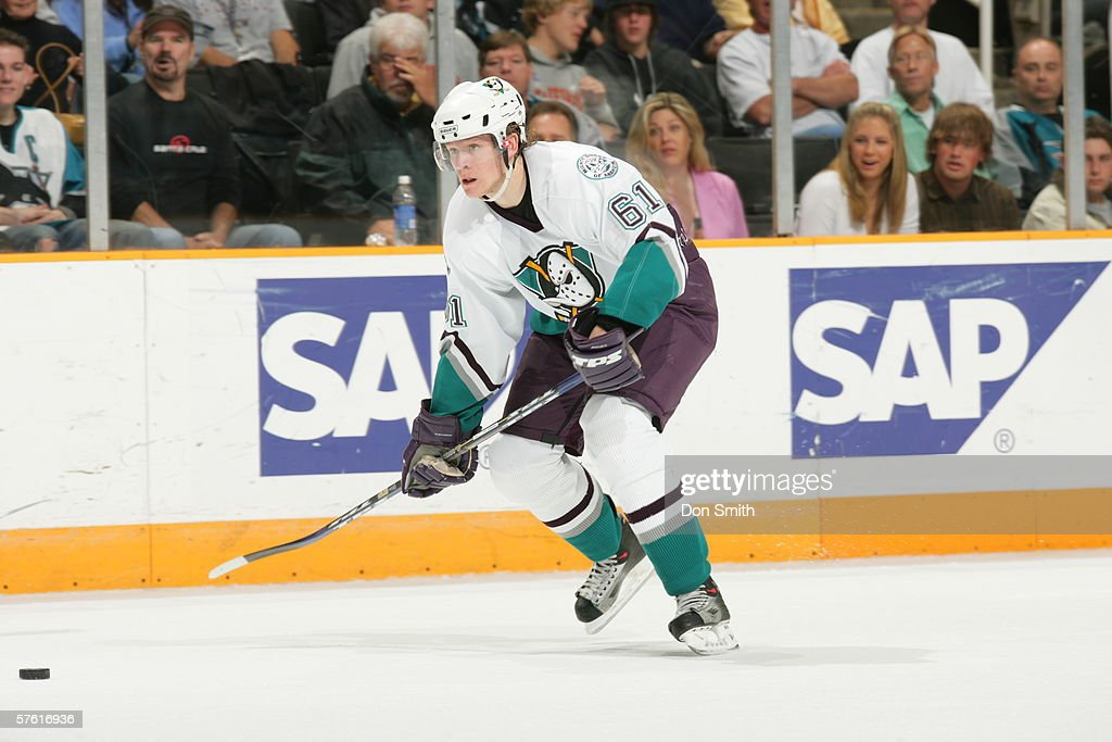 Anaheim Mighty Ducks v San Jose Sharks : News Photo