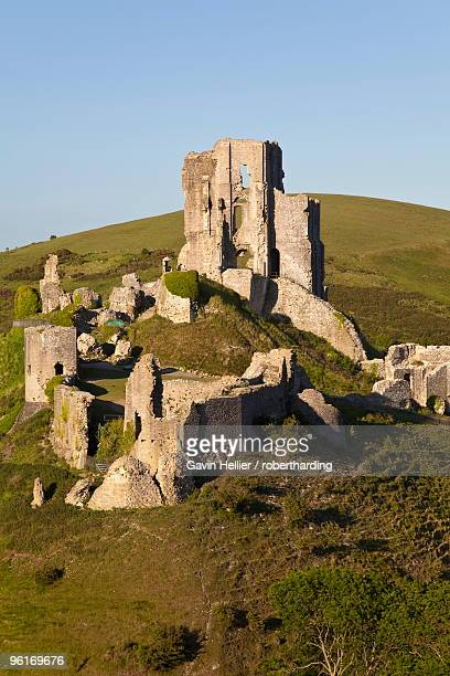 corfe castle, corfe, dorset, england, united kingdom, europe - gavin hellier stock pictures, royalty-free photos & images