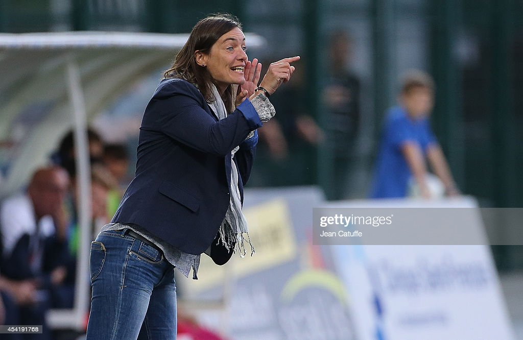 Corinne Diacre, First Woman's Coach In French Professional Football : Photo d'actualité