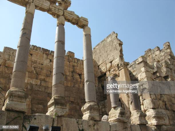 corinthian capitals in baalbek, ancient roman columns - argenberg stock pictures, royalty-free photos & images