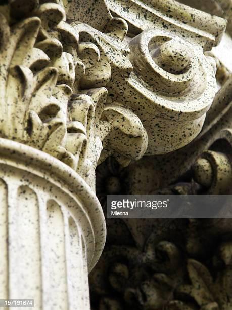 Dettaglio della colonna corinzia