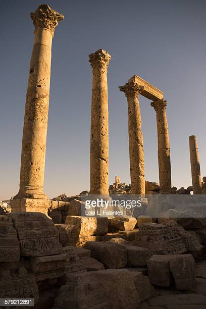 corinthian columns in jerash - roman decapolis city stock pictures, royalty-free photos & images