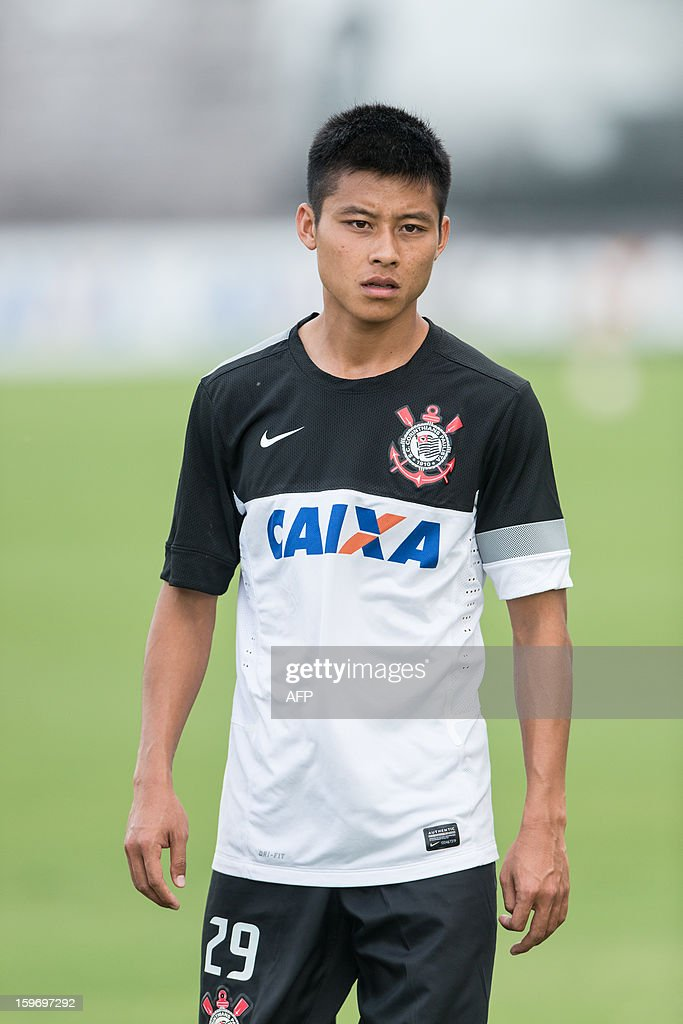 Corinthians' Chinese football player Chen Zhizhao takes part in a training session in Sao Paulo, Brazil, on January 18, 2013. Zhizhao, known as Zizao in Portuguese, has a contract with Corinthians until the end of December 2013. AFP PHOTO/Yasuyoshi CHIBA