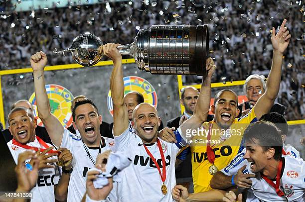 Corinthians players celebrating the title of the Copa Libertadores 2012 after the second leg of the final of the Copa Libertadores 2012 between Boca...