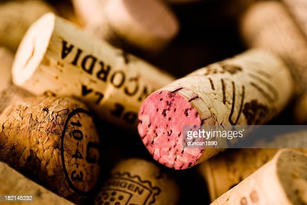 コルク - cabernet sauvignon grape ストックフォトと画像