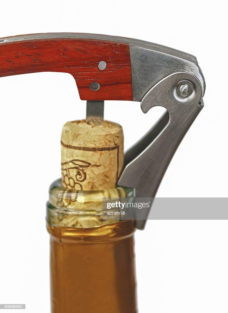 Korkenzieher in einer Flasche Wein : Stock-Foto
