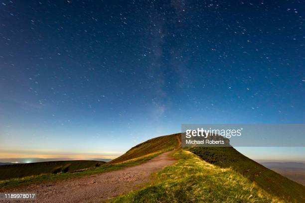 corn du from pen y fan with stars at night in the brecon beacons, wales. - brecon beacons stock pictures, royalty-free photos & images