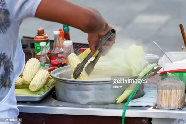 Maïs vendeur à l'établissement le Día de los Muertos Festival à Oaxaca