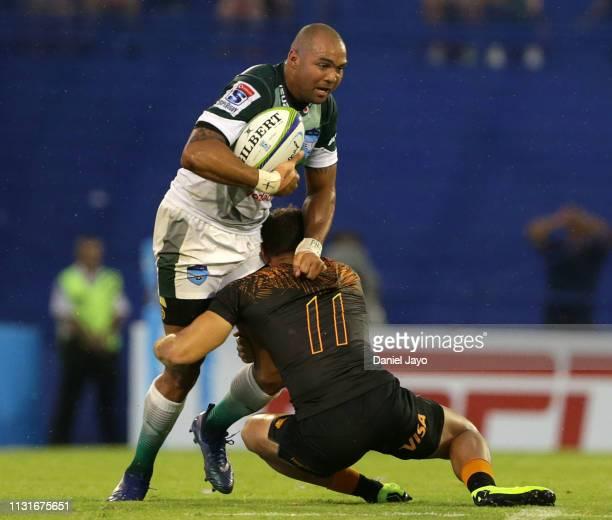 Cornal Hendricks of Bulls is tackled by Ramiro Moyano of Jaguares during the Super Rugby Rd 2 match between Jaguares and Bulls at Jose Amalfitani...