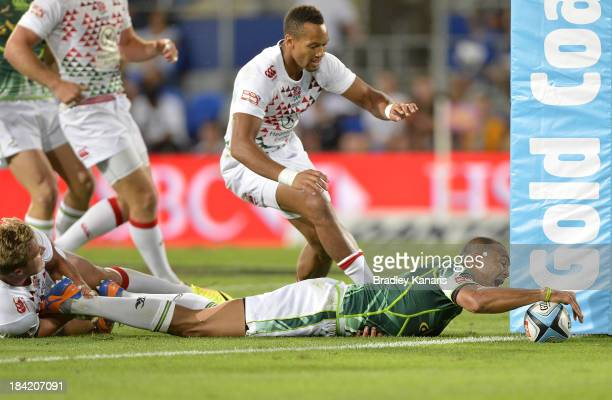 Cornal Hendricks of South Africa scores a try during the Gold Coast Sevens round one match between England and South Africa at Skilled Stadium on...