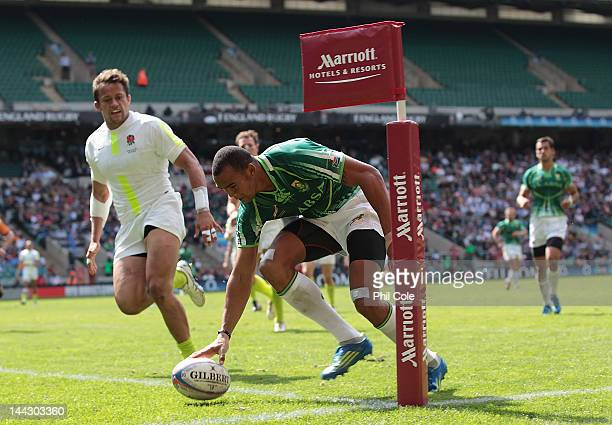 Cornal Hendricks of South Africa scores a Try during the HSBC Sevens World series Plate SemiFinal against England at Twickenham Stadium on May 13...