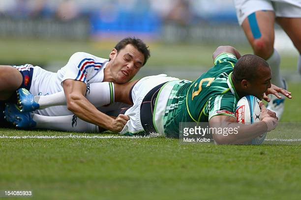 Cornal Hendricks of South Africa scores a try during the match between France and South Africa on day two of the 2012 Gold Coast Sevens at Skilled...