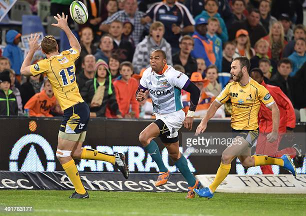 Cornal Hendricks of the Cheetahs and Jesse Mogg of the Brumbies during the Super Rugby match between the Toyota Cheetahs and the Brumbies at the Free...