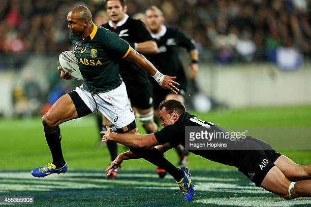 Cornal Hendricks of the Springboks beats the tackle of Israel Dagg of the All Blacks during The Rugby Championship match between the New Zealand All...