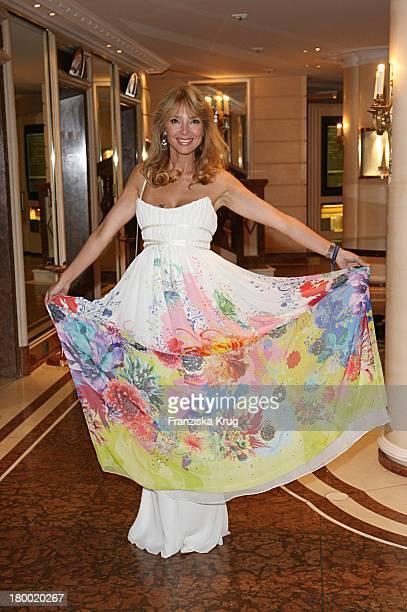 Cornelia Corba Bei Der United People Charity Night2006 Zugunsten PowerChild Im Hotel Bayrischen Hof In München
