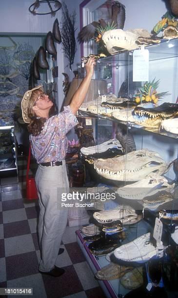 Cornelia Froboess Tochter Agnes Matiasek neben den Dreharbeiten zur ARDSerie Praxis BülowbogenAuslandsfolge Key West/Florida/USA ShellManKaufhaus...
