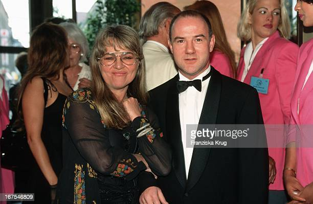 Cornelia Froboess Und Ehemann Hellmuth Matiasek 1995 Bei Verleihung Des Deutschen Filmpreises Im FriedrichstadtPalast In Berlin